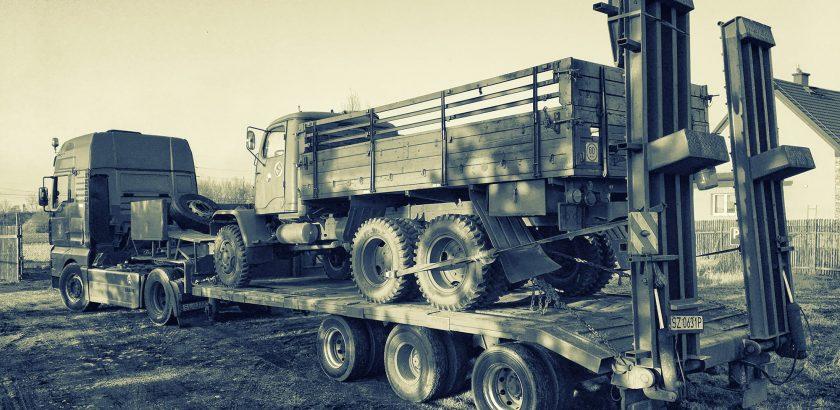 Transport ciężarówki Praga V3S - niskopodwoziówka